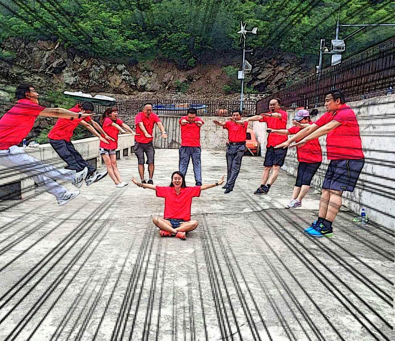 无底线团队创意摆拍, 玩的就是造型.图片